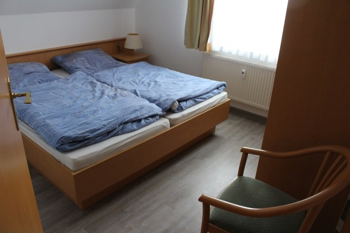Schlafzimmer 1 neuer Anstrich, neuer Boden in 2021
