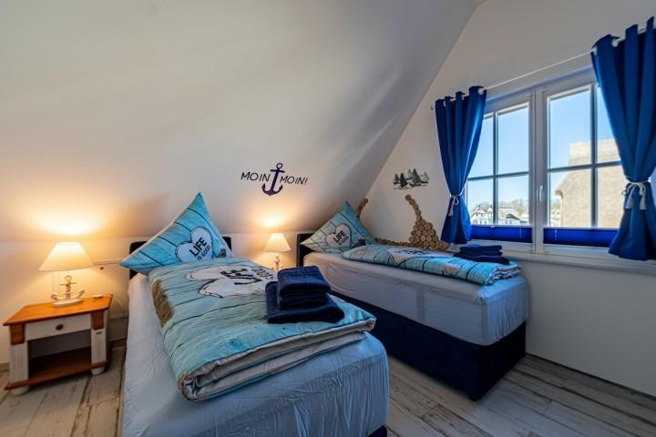 Schlafzimmer 2 mit je 2 x 80 x 200 cm Boxspringbetten