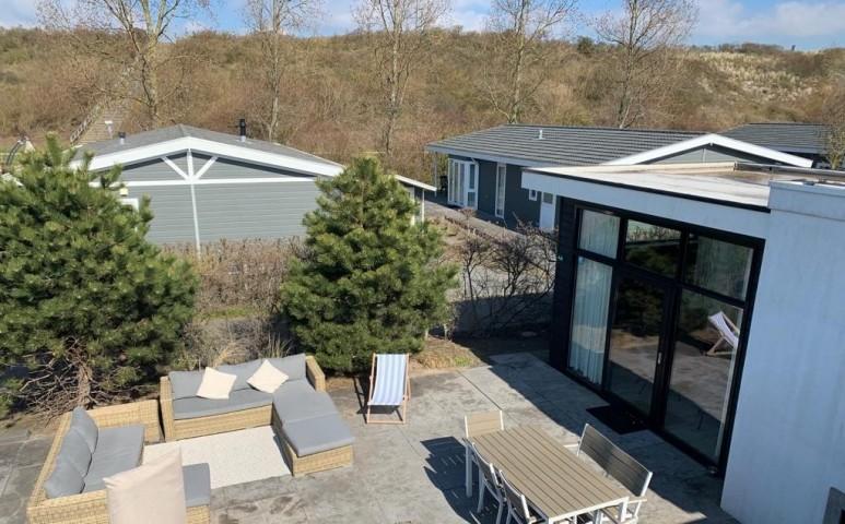Terrasse mit Lounge und Essbereich