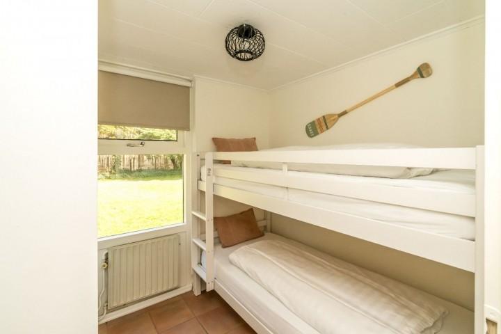 Schlafzimmer 2 mit Etagenbett und Schrank