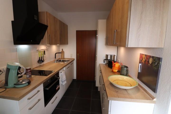 neue Küche mit viel Arbeitsfläche