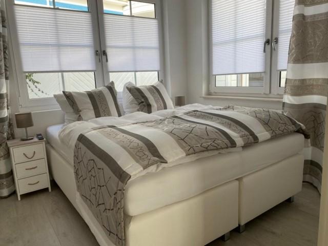 Schlafzimmer 1 (EG)
