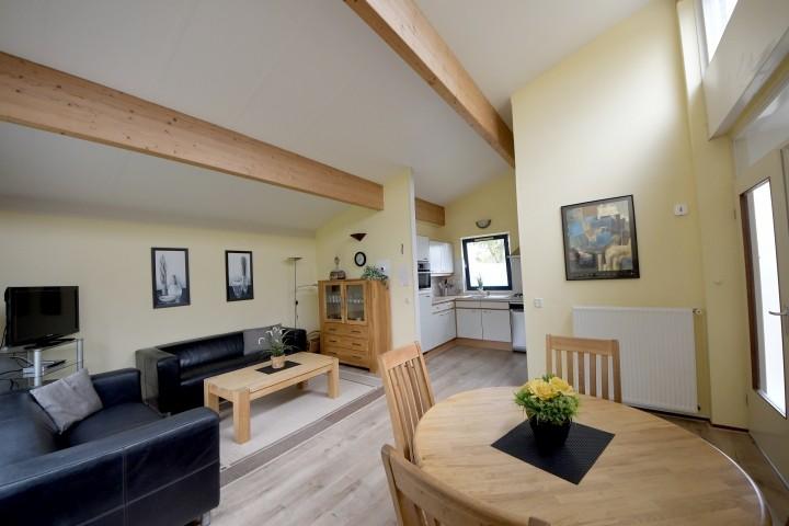 Wohn-Esszimmer mit Küche