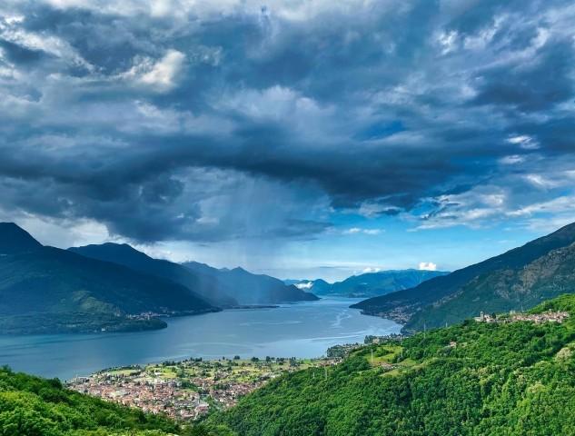 Umgebung: Wolkenstimmungen am Comer See