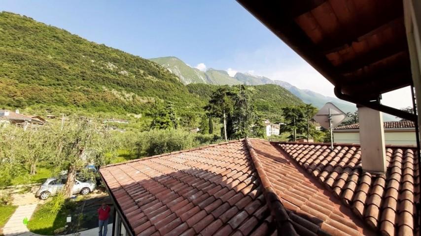 Blick vom Badezimmer auf den Monte Baldo