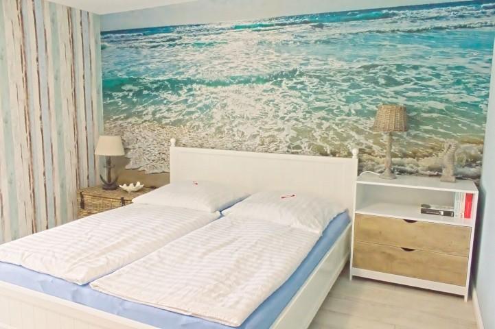 1,80 m breites Bett im Schlafzimmer 1