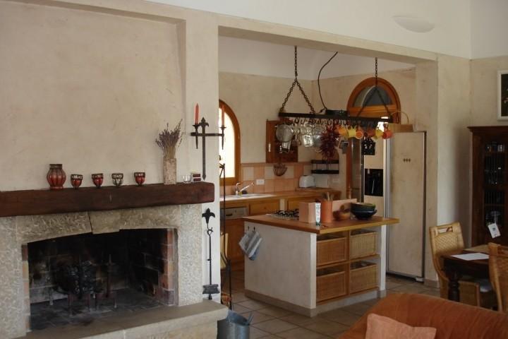 Blick von der Sitzgruppe zur Küche