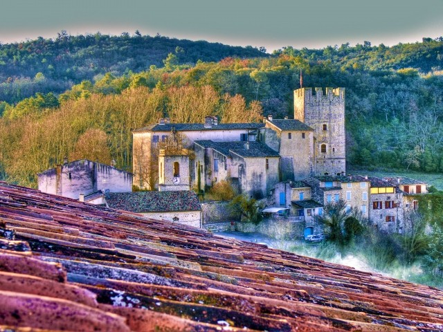 Esparron, das Schloss, das alte Dorf, der See