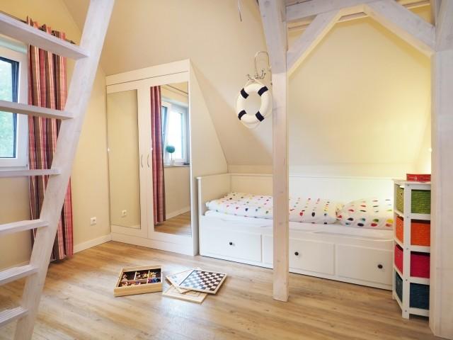 2  Einzelbetten und Einbauschränke im Schlafzimmer 2