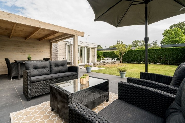 Die tolle Terrasse mit Lounge-Ecke