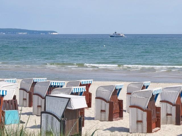 Strand von Binz mit Blick zur Kreideküste im Nationalpark Jasmund