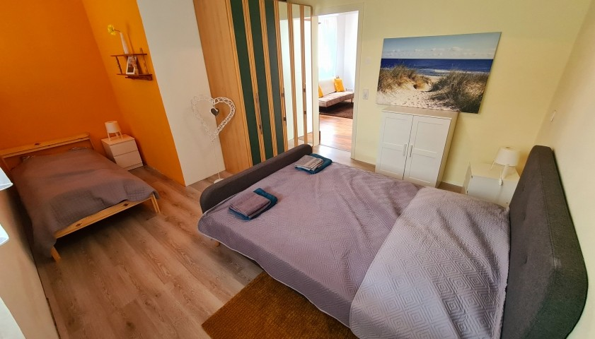 Schlafzimmer Bett (100 x 200)