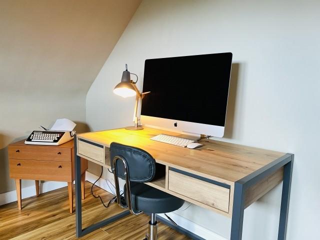 Büro/Schlafzimmer 2 Schreibtisch mit iMac mit Gastzugang