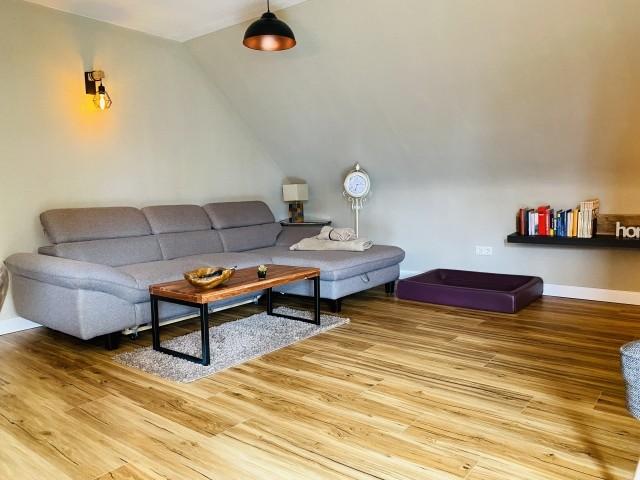 Wohnzimmer mit großem Sofa - Wohlfühl-Oase