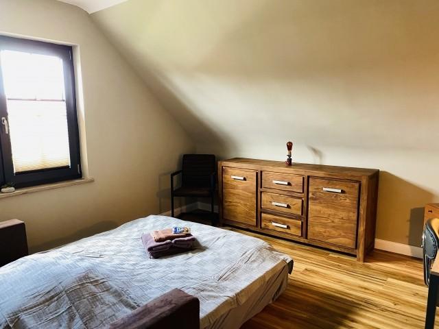 Büro/Schlafzimmer 2 Schlafcouch und Sideboard
