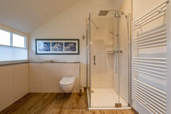 Bad im OG mit Dusche und Wanne