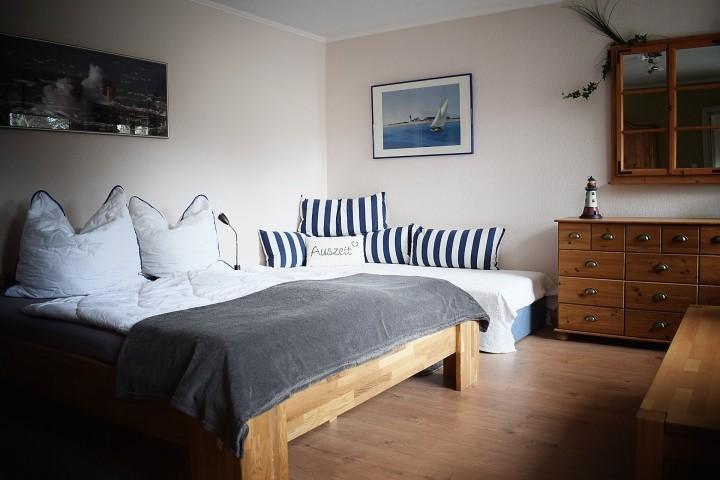 Schlafzimmer EG mit Zusatzbett