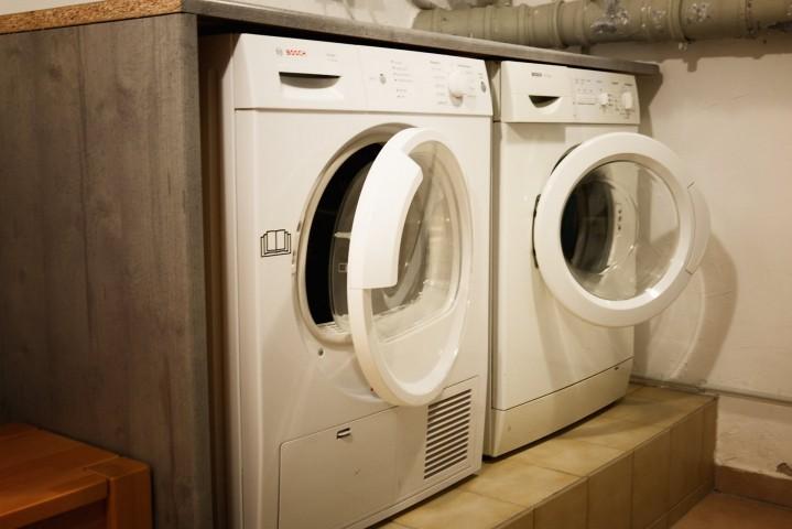 Waschkeller mit Maschinen