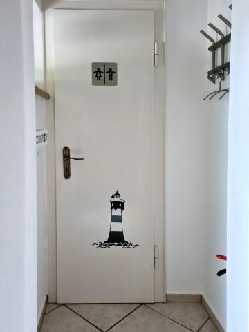 Garderobe und Tür zum Gäste-WC
