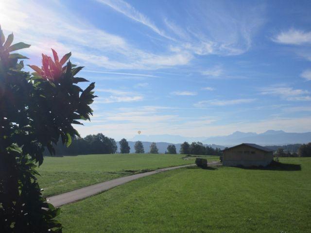Blick in die Alpen und Richtung Tengling