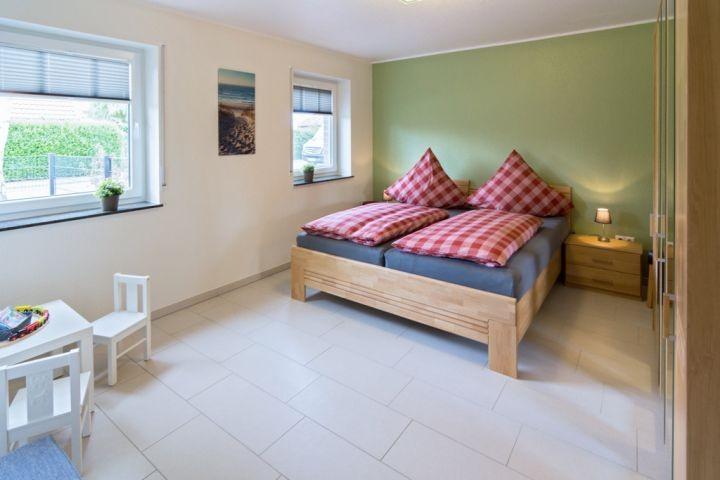 Schlafzimmer mit Spielecke