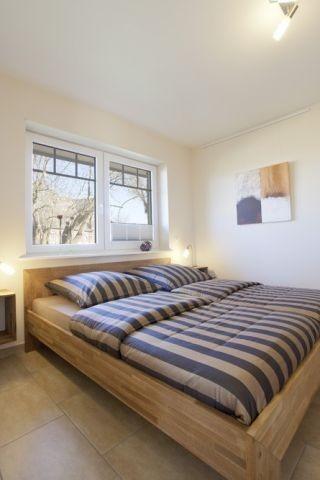 Schlafzimmer mit Doppelbett, bad en suite