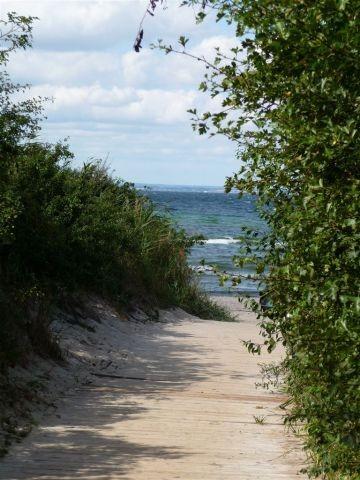 hier mündet der  kleine Fussweg  in den Strand