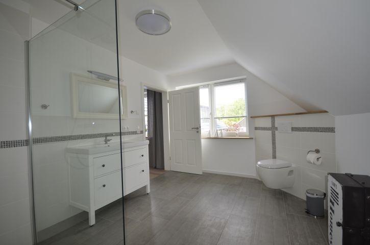 Badezimmer(1)  12qm mit Regendusche