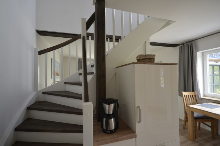 Geschlossene Treppe ins OG(Schlafzimmer+Bad(1)