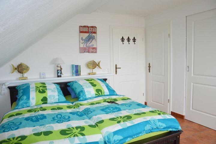 2 Schlafzimmer: 2x Doppelbett 180x200cm, Einzelbett 90x200cm