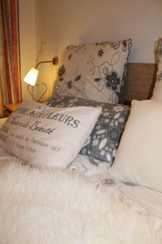 Schlafzimmer im EG mit TV - Bettgröße 180x200cm