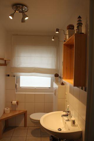 Das Bad im EG mit ebenerdiger Dusche