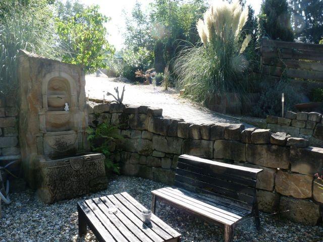 Am Steinbrunnen im Steingarten