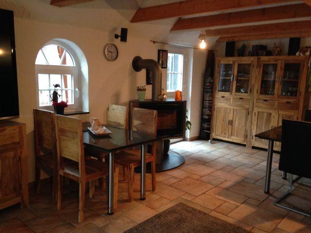Wohnzimmer mit schwenkbarem Kamin