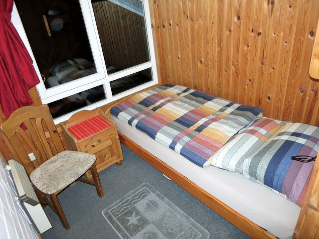 Kleines Schlafzimmer mit Bett 0,9m breit