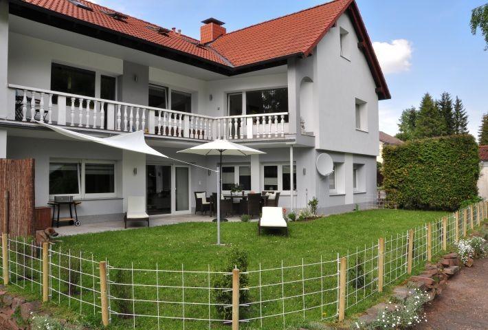 Ferienhaus mit umzäunter Terrasse/Liegewiese