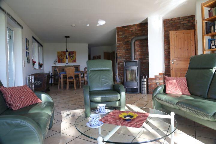 Blick von der Terrasse in den Wohn-/Essbereich