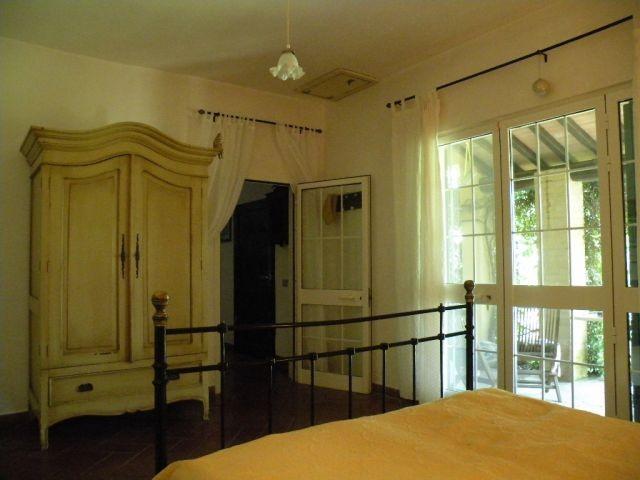 1. Schlafzimmer mit Zugang zur Terrasse