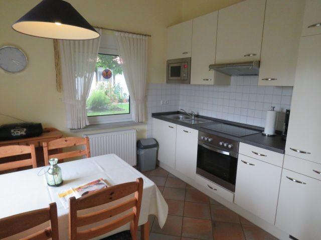 Beispiel Küche mit Essplatz Kogge
