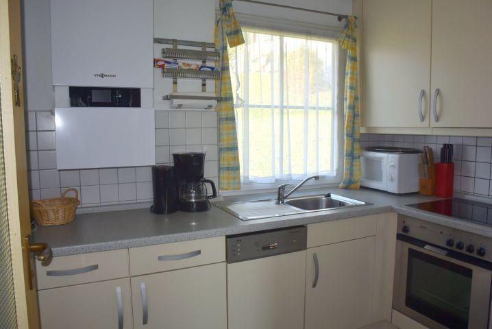 Küche mit Spülmaschine etc.