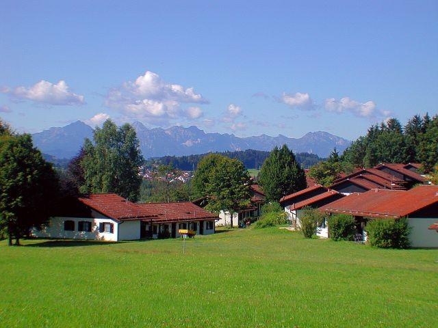 das Haus steht am rechten Bildrand