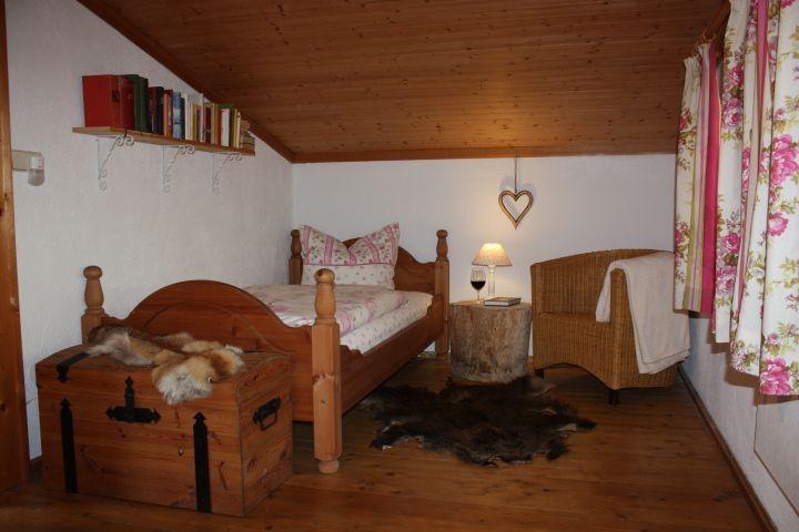 Das Einzelbett im Dreibettzimmer