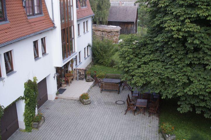 Terrasse mit Aussenkamin Hofbereich