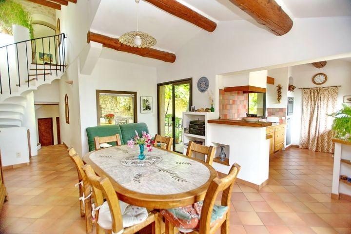 Wohn-Küche im Ferienhaus in der Provence