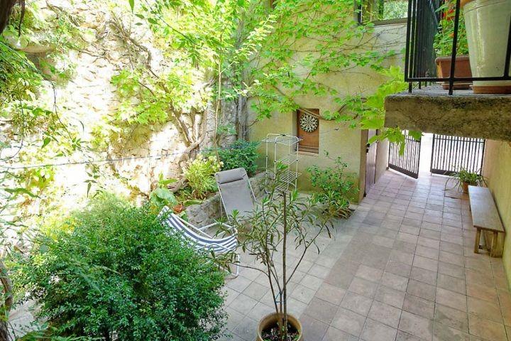 Blick in den Innenhof des Ferienhauses in der Provence