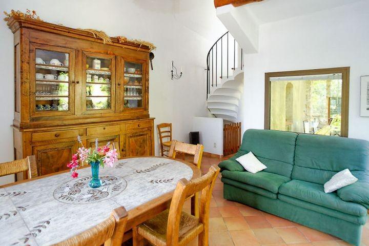 Essplatz in der Wohnküche im Ferienhaus in der Provence