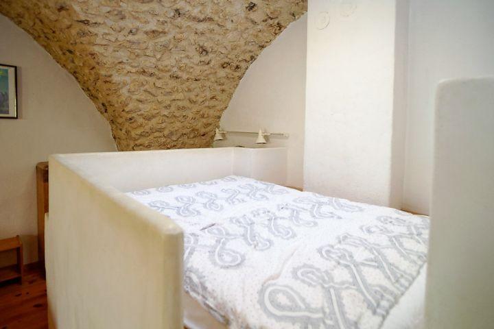 Matratze auf einem Podest im Ferienhaus in der Provence