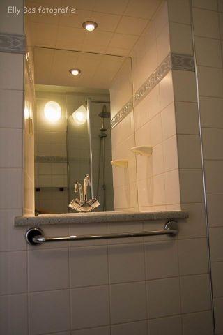 Dusche mit Wasbecken