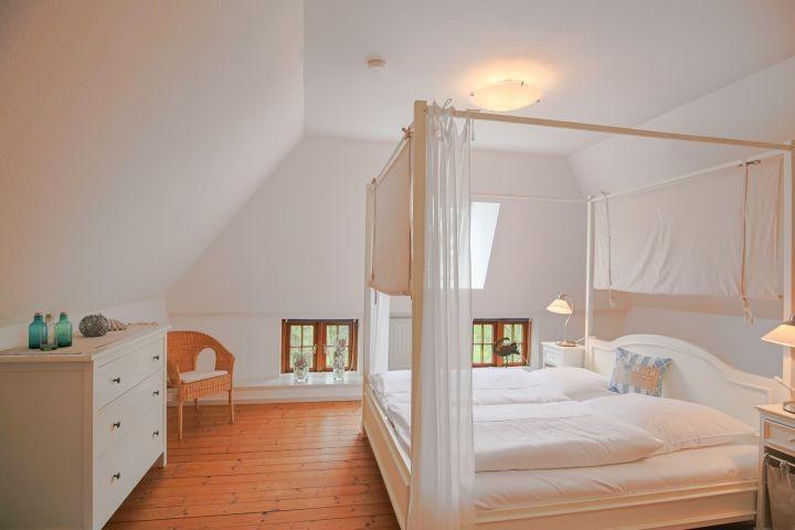 romantisches Schlafzimmer im OG