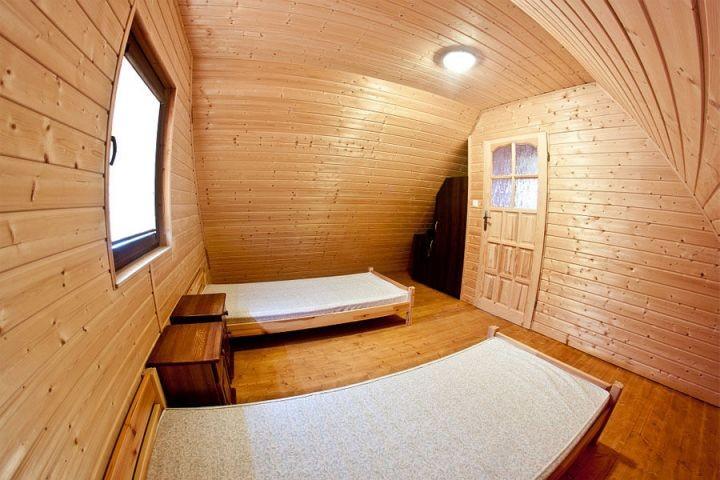 Auf zweiter Etage befinden sich zwei Schlafzimmer, die einzeln abschlissbar sind.